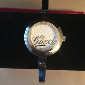 PRELOVED AUTHENTIC GUCCI 105 STAINLESS STEEL WATCH